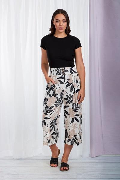 Leaf print crop pants