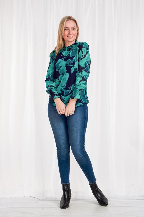 Long cuff sleeve printed blouse