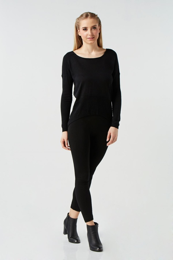 Scoop neck long sleeve pullover